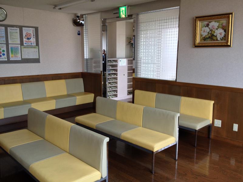 東診療所 待合室